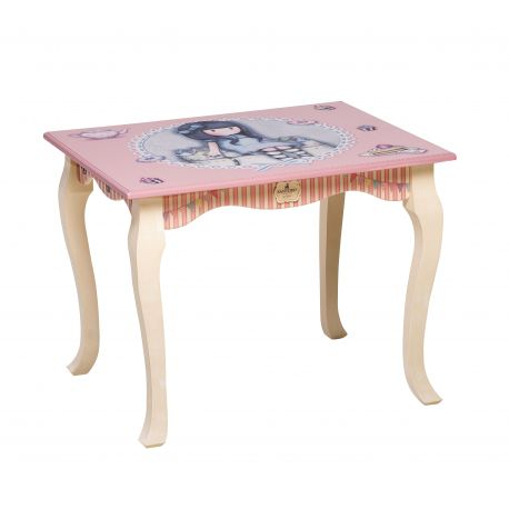 WOODEN TABLE SWEET CAKE